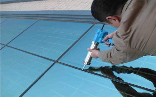 玻璃幕墙维修影响工程质量的原因